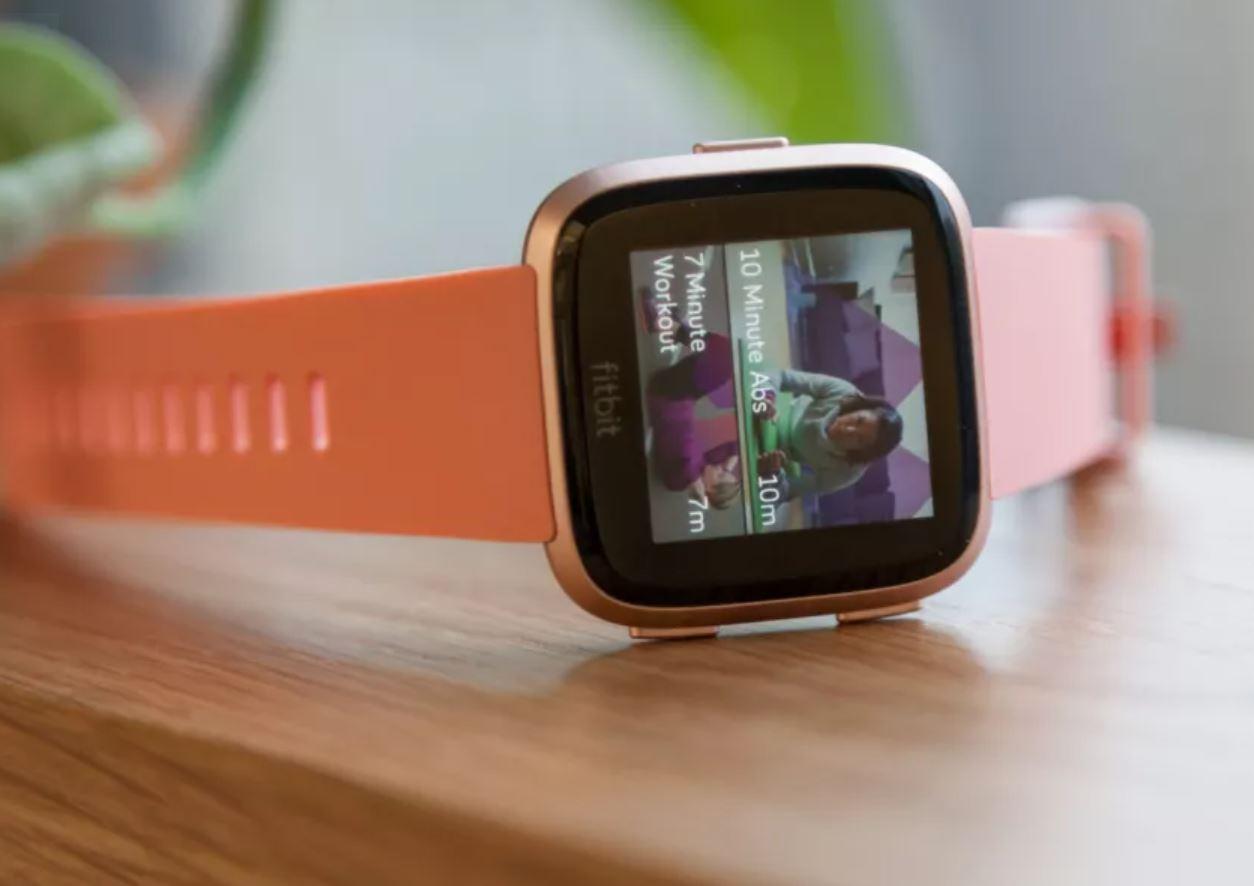 đánh giá đồng hồ Fibit Versa