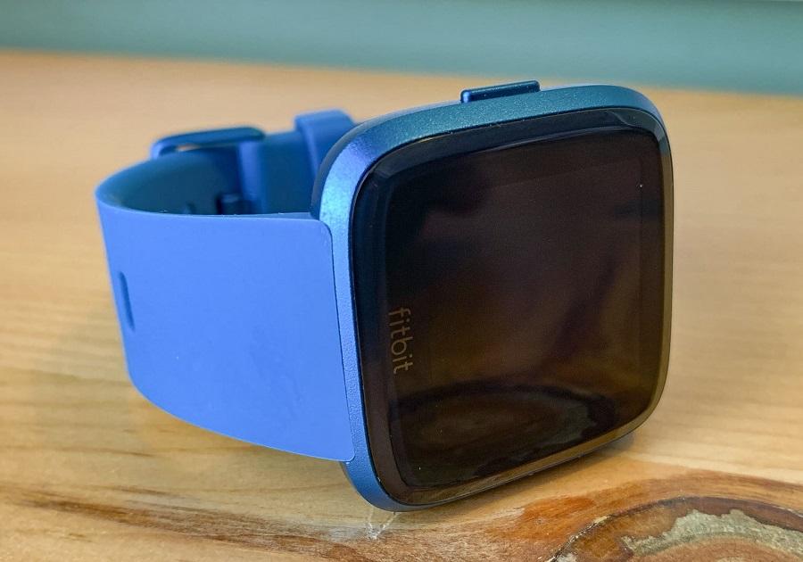 đánh giá đồng hồ Fitbit Versa Lite