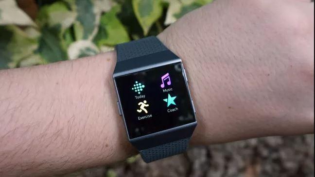 đánh giá smartwatch Fitbit Ionic