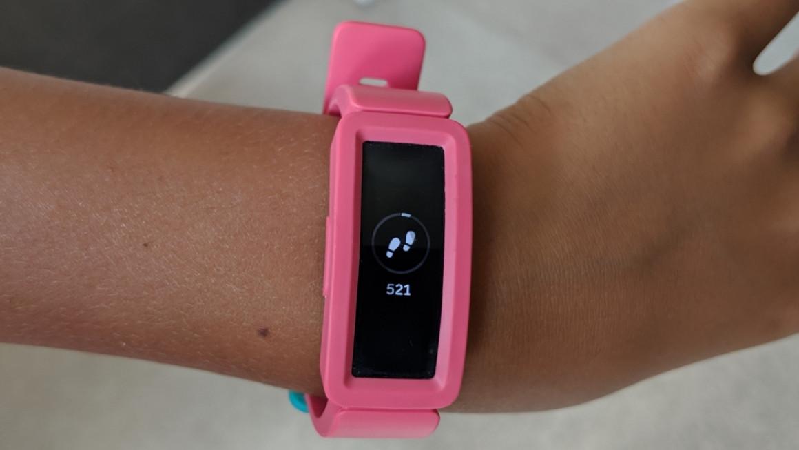 Vòng đeo tay Fitbit Ace 2