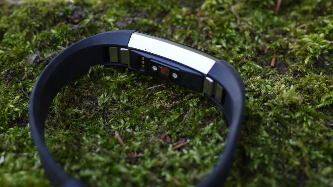 đánh giá Fitbit Alta HR